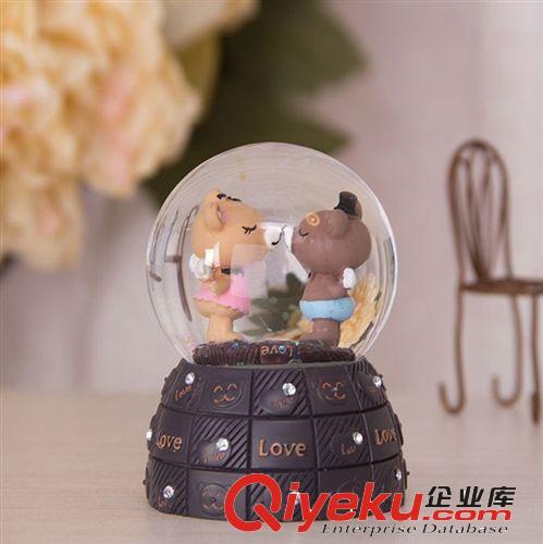 【可爱亲吻小熊水晶球