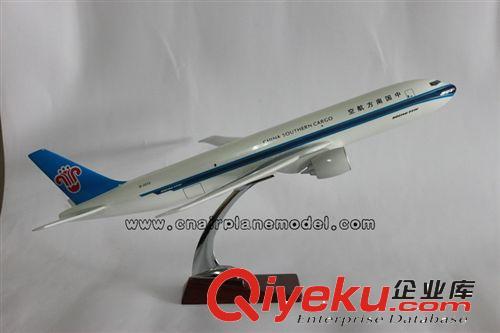 【批发供应b777-200f中国南方航空32cm树脂模型飞机