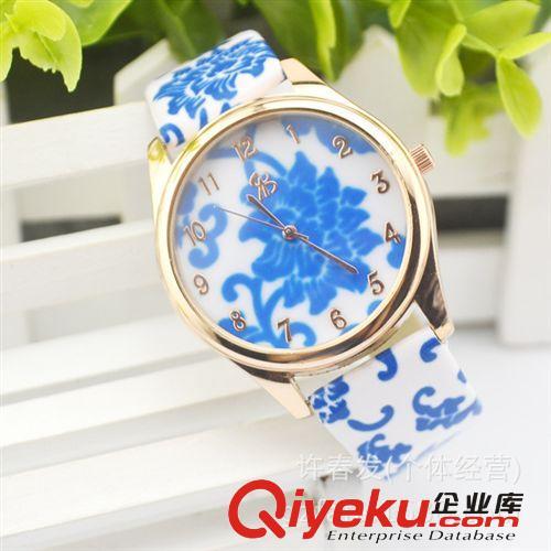 【复古典雅花纹硅胶手表