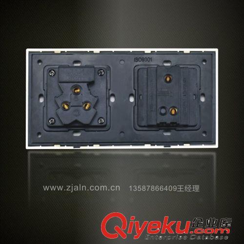 两位一开双控五孔开关插座面板图片由浙江四通松日电器有限公司提供