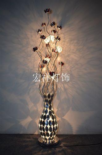 """公司介绍:本公司位于闻名中外的中山市古镇灯饰之都,主要经营铝线类装饰灯具等,主产各种高档台灯/落地灯/吊灯/吸顶灯,款式个性,时尚。 公司拥有一批具有研发,生产,销售能力的技术精英,以及先进的生产设备。创新于传统手工工艺和现代理念的完美结合,并逐步形成独树一帜的,具有欧美风格,漂亮时尚,做工精致,款式新颖,适配现代风格家具。产品样式定期更新。 公司秉承""""顾客至上,锐意进取""""的经营理念,坚持""""客户第一""""的原则为广大客户提供优质的服务。欢迎惠顾!"""