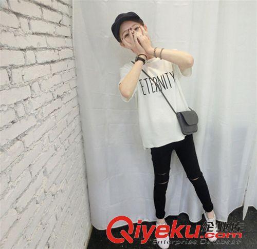 http://iwtmm.com/tantan/zb_users/upload/2016/12/201612181482067497257936.jpg_时尚t恤 韩版 宽松英文字母纯色 短袖t恤la-iwt