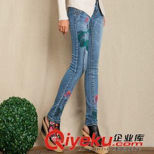 模特手绘牛仔裤